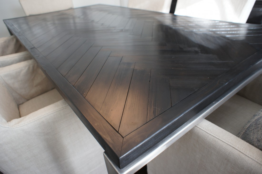 Innovative dining table base steals the show here home for Innovative dining table designs